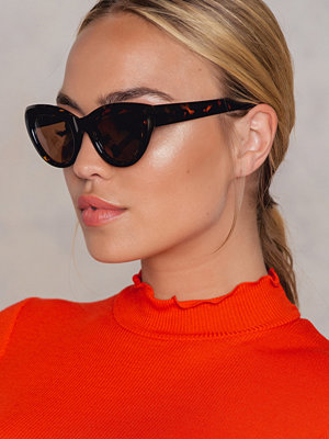 Solglasögon - NA-KD Accessories Cat Eye Sunglasses svart brun