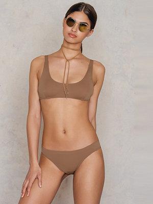 Lioness Anjelica Houston Bikini