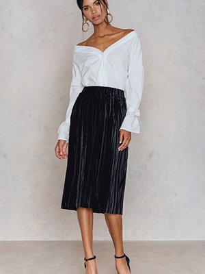 Kjolar - NA-KD Trend Pleated Velvet Midi Skirt