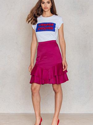 NA-KD Party Shiny Frill Skirt rosa röd