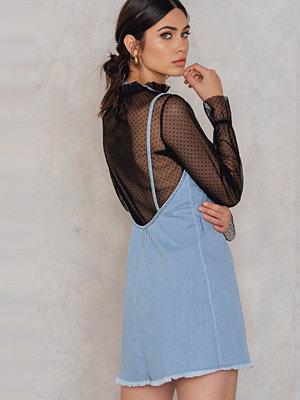 NA-KD Deep Back Denim Dress blå