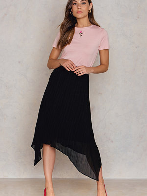 NA-KD Trend Pleated Asymmetric Hem Skirt