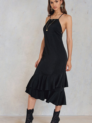 NA-KD Trend Tied Back Lace Detail Maxi Dress