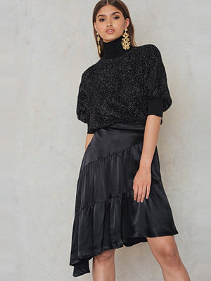 NA-KD Shiny Asymmetric Skirt svart