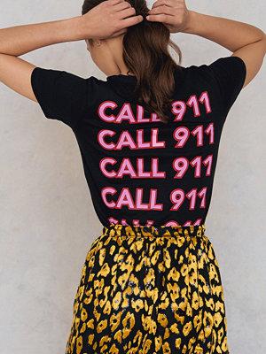 T-shirts - NA-KD Trend Call 911 Tee