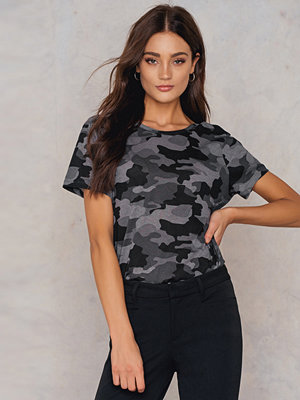 NA-KD Trend Army Low Back Tee