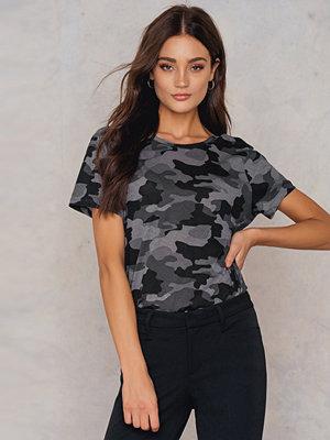 T-shirts - NA-KD Army Low Back Tee