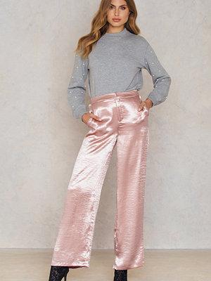 NA-KD Trend gammelrosa byxor Metallic Flared Pants