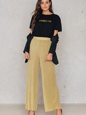 NA-KD Party gula byxor Glittery Pleated Pants guld