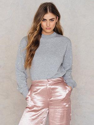 NA-KD Beaded Sleeve Sweater grå