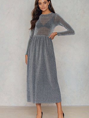 NA-KD Party Glittery Pleated LS Dress