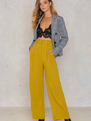 NA-KD Trend omönstrade byxor Flared Pants