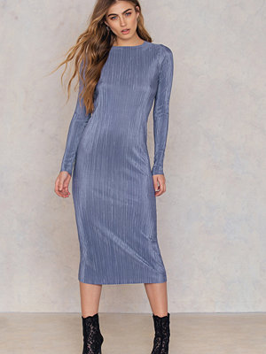 NA-KD Party Pleated Shimmery Dress