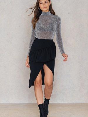 Boohoo Ruffle Front Split Skirt
