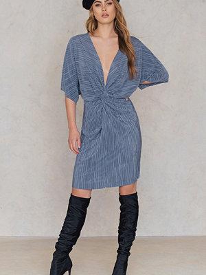 NA-KD Pleated Knot Front Dress - Midiklänningar