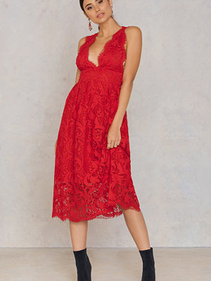 NA-KD Trend Deep V Midi Lace Dress