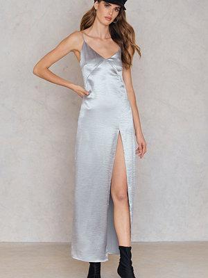 Rebecca Stella Satin High Slit Long Dress silver