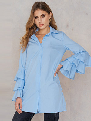 Boohoo Ruffle Sleeve Shirt Dress blå