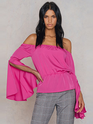 Hannalicious x NA-KD Off Shoulder Flare Sleeve Top