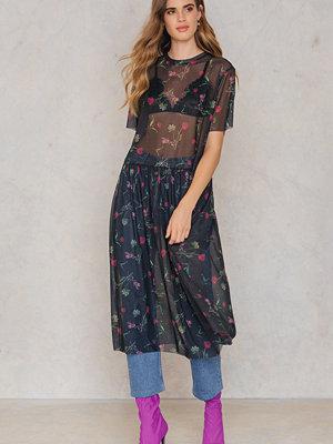 NA-KD Floral Mesh Dress - Midiklänningar