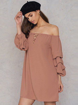 HOMMAGE Off Shoulder Premium Sleeve Dress