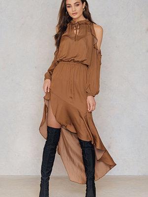 Dance & Marvel Cold Shoulder Ruffle Maxi Dress