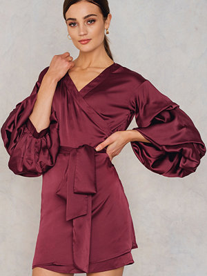Hot & Delicious Bubble Sleeve Satin Dress