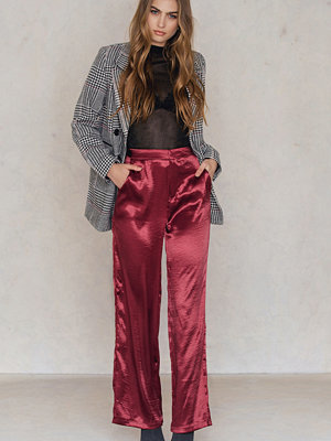 NA-KD Party omönstrade byxor Metallic Flared Pants