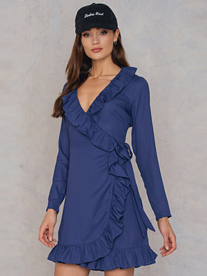 NA-KD Boho Long Sleeve Wrap Frill Dress - Korta klänningar