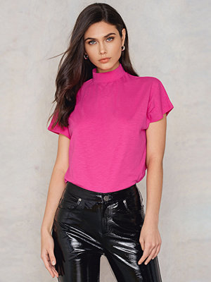 T-shirts - NA-KD High Neck Cap Sleeve Top rosa