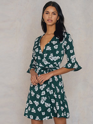Qontrast X NA-KD Green Flower Wrap Dress