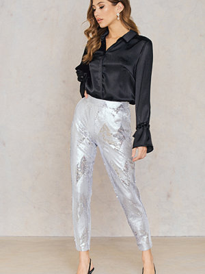 NA-KD Party vita mönstrade byxor Sequins Ankle Pants silver