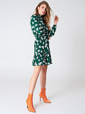Qontrast X NA-KD Green High Collar Dress