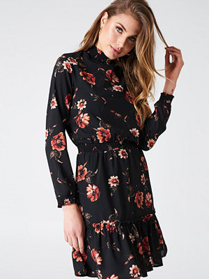 Qontrast X NA-KD High Collar Flower Dress