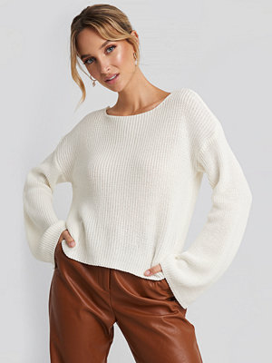 NA-KD Cropped Long Sleeve Knitted Sweater vit
