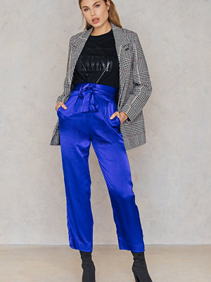 NA-KD Trend blå byxor Tied Waist Satin Pants