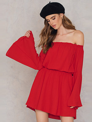 NA-KD Boho Wide Sleeve Off Shoulder Dress röd