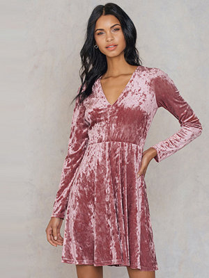 NA-KD Party Velvet V-neck Dress rosa