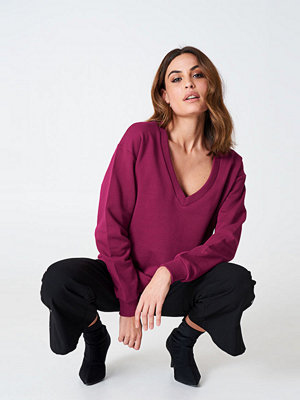 NA-KD Basic V-neck Basic Sweater lila