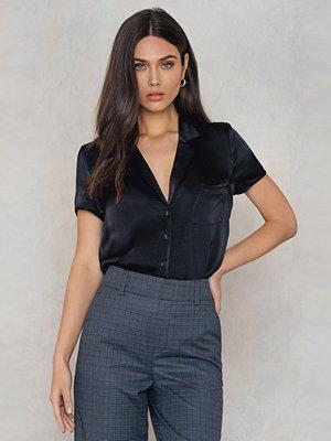NA-KD Trend Short Sleeve Satin Shirt