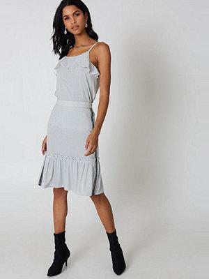 Qontrast X NA-KD Glitter Frill Skirt
