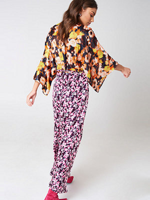 NA-KD Boho Mixed Pattern Satin Coat Dress