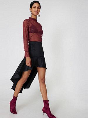 Qontrast X NA-KD Asymmetric Frill Skirt svart