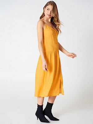 Qontrast X NA-KD Front Button Dress