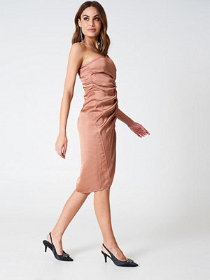Hannalicious x NA-KD One Shoulder Drawstring Dress