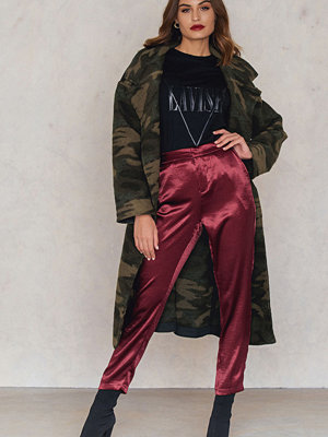 NA-KD Party vinröda byxor Metallic Straight Pants