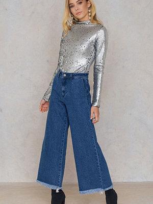 Qontrast X NA-KD Wide Raw Hem Jeans