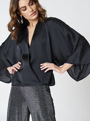 Hannalicious x NA-KD Kimono Overlapped Blouse svart
