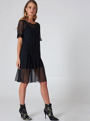 Qontrast X NA-KD Mesh Frill Sleeve Dress