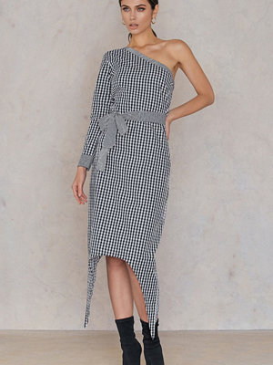 NA-KD One Sleeve Gingham Dress - Midiklänningar